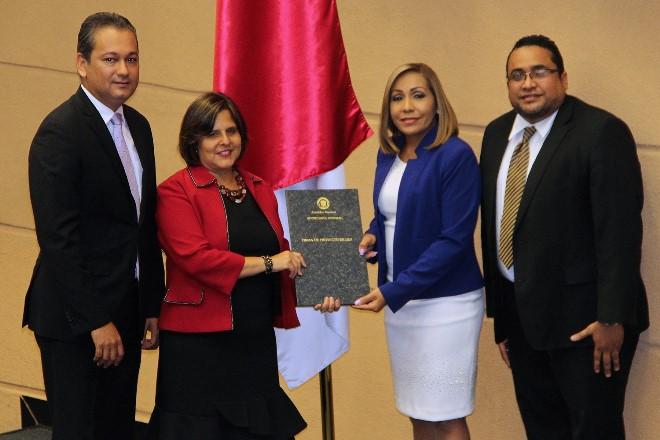 Panamá aprueba el proyecto que regula la actividad de los Centros de Llamadas